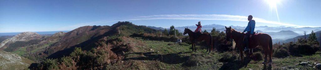 montañas y caballos